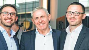 Od prawej: Mariusz Leszek, wiceprezes Lechpolu, prezes Zbigniew Leszek i Michał Leszek, dyrektor marketingu Kruger&Matz materiały prasowe