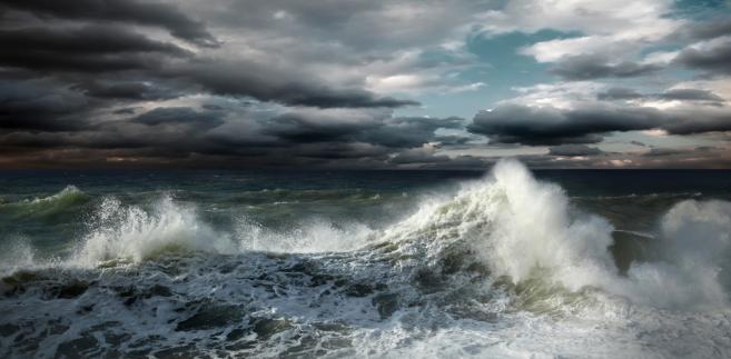 sztorm u wybrzeża Hiszpani