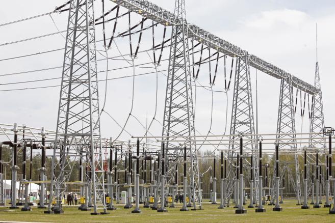 Stacja elektroenergetyczna 400 kV Łomża, uroczyście uruchomiona 24 bm. w Starych Modzelach. (zuz) PAP/Artur Reszko