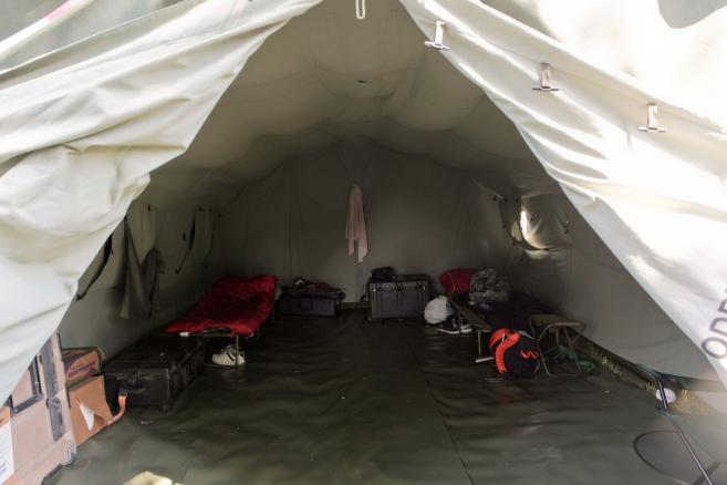 Wnętrze namiotu amerykańskich żołnierzy w obozowisku na terenie 10 Brygady Kawalerii Pancernej w Świętoszowie (lm/cat) PAP/Lech Muszyński