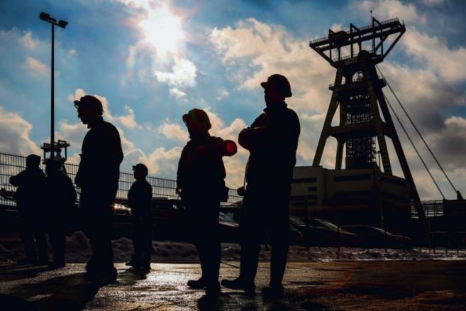Koszmarem każdego rządu są tłumy górników, którzy najeżdżają na Warszawę i palą opony przed kancelarią premiera