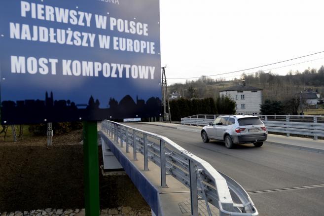 Błażowa. Pierwszy w Polsce most z materiałów kompozytowych – fot. (dd/cat) PAP/Darek Delmanowicz