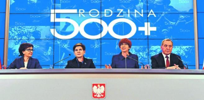 Minister Elżbieta Witek, premier Beata Szydło, minister pracy Elżbieta Rafalska i minister Henryk Kowalczyk Damian Burzykowski/Newspix.pl