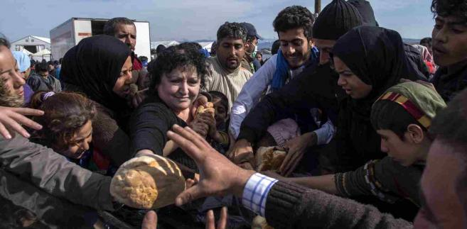 Imigranci koczujący na granicy Grecji i Mecedonii EPA/GEORGI LICOVSKI Dostawca: PAP/EPA.