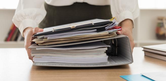 urzędnik urząd papiery dokumenty