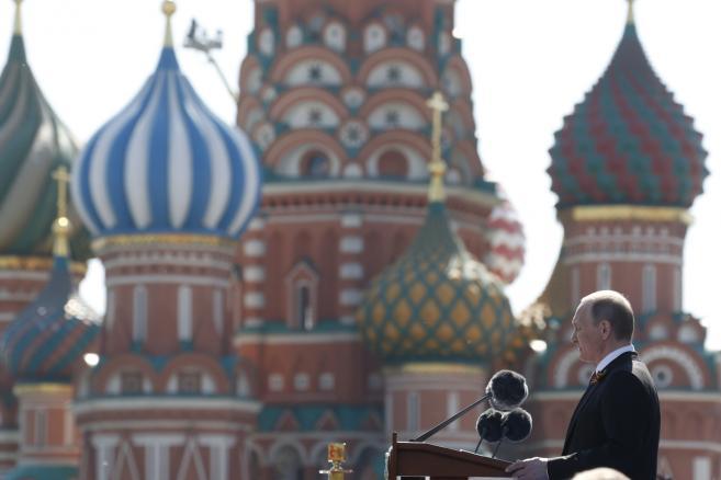 Rosja, Moskwa, Plac Czerwony – defilada z okazji 71 rocznicy zakończenia II wojny światowej