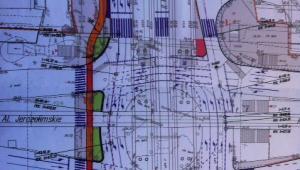 Skrzyżowania przy Dw. Centralnym (rondo 40-latka) z przejściami na powierzchni i ścieżką rowerową