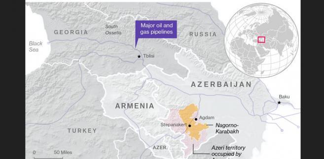 Spór o Górski Karabach. Na pomarańczowo oznaczano Górski Karabach. Czerwonymi kropkami oznaczono azerskie terytoria kontrolowane przez armeńskie wojska. Na fioletowo oznaczono przebieg głównych ropo- i gazociągów.