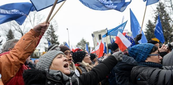 Kolejna wspólna manifestacja Komitetu Obrony Demokracji i partii opozycyjnych
