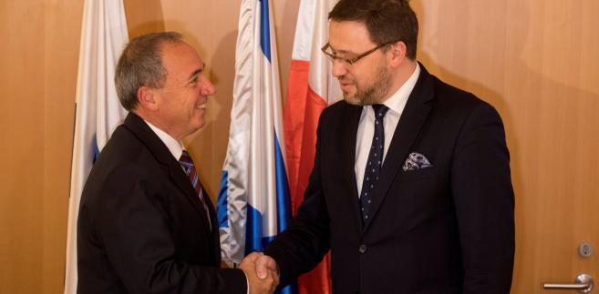 Szef polskiej delegacji Bartosz Cichocki i i dyrektor generalny izraelskiego MSZ, Yuval Rotem