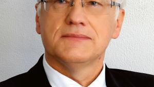 Zbigniew Fijałek - profesor w Zakładzie Bioanalizy i Analizy Leków, szef Zespołu ds. Sfałszowanych Leków Wydziału Farmaceutycznego Warszawskiego Uniwersytetu Medycznego, w latach 2005-2015 dyrektor Narodowego Instytutu Leków