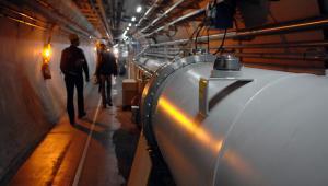 Tunel przy Wielkim Zderzaczu Handronów w Europejskim Ośrodku Badań Jądrowych CERN w pobliżu Genewy.
