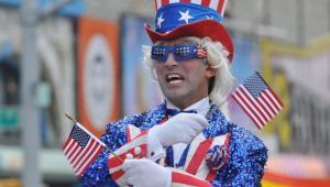 Uczestnik parady w  Nowym Jorku, fot. Anton Oparin / Shutterstock.com