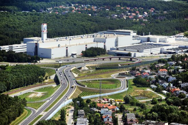 Istniejąca fabryka samochodów użytkowych Volkswagen Poznań z zewnątrz. Fot. materiały prasowe