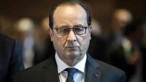 Hollande wraca do kraju po zamachu