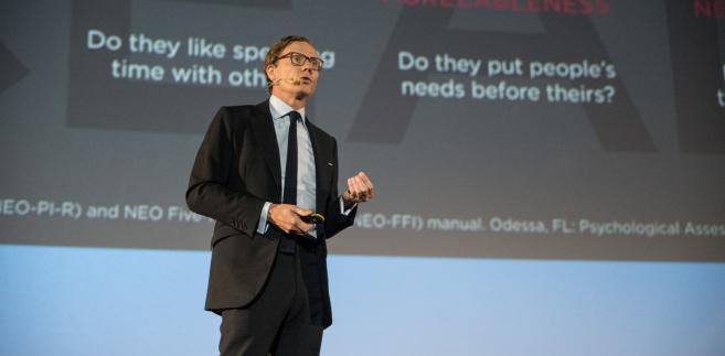 Alexander Nix z Cambridge Analytica podczas ForumIAB 2017.