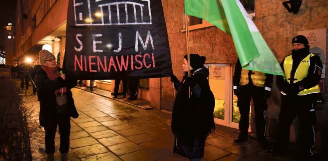 Czarny Protest pod Sejmem, 17 stycznia 2018 r. fot. Franciszek Mazur/Agencja Gazeta