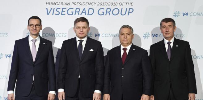 Premier Polski Mateusz Morawiecki, premier Słowacji Robert Fico, premier Węgier Viktor Orban oraz p.o. premier Czech Andrej Babisz w czasie spotkania Grupy Wyszehradzkiej (V4) w Budapeszcie, Węgry 26 stycznia 2018. EPA/Szilard Koszticsak HUNGARY OUT Dostawca: PAP/EPA.