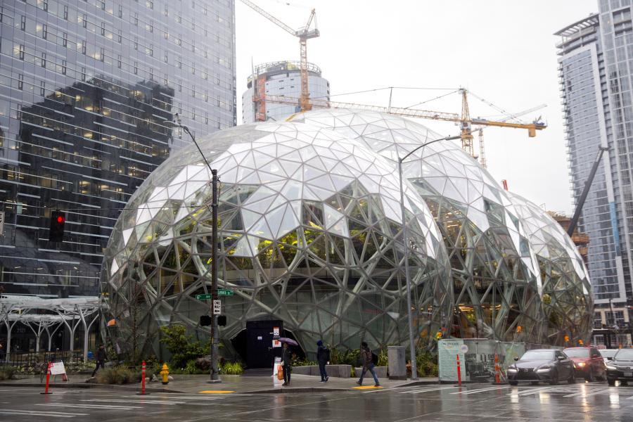 The Spheres, kuliste budynki dla pracowników Amazona w Seattle, gdzie mogą oni zrelaksować się w otoczeniu tropikalnych roślin