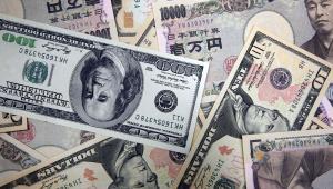 Banknowy japońśkiego jena i amerykańskiego dolara