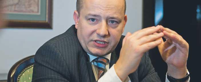 Mikołaj Dowgielewicz, szef Urzędu Komitetu Integracji Europejskiej. W latach 2003 -2004 doradca przewodniczącego Parlamentu Europejskiego