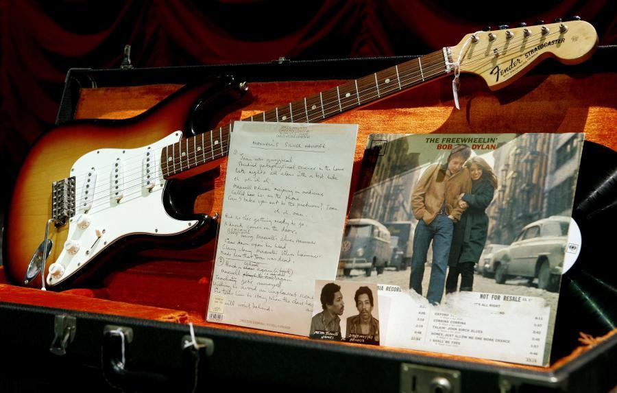 Gitara i  płyty. Fot. Bloomberg