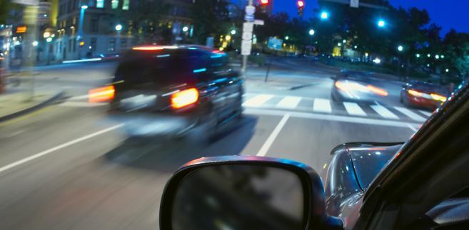 Sąd w Bartoszycach ma zająć się w czwartek wnioskiem policji o ukaranie Joanny L. obwinionej o jazdę samochodem bez należytego oświetlenia