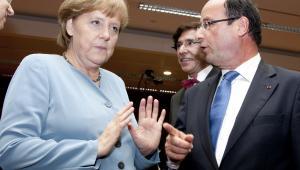 Nieformalny szczyt Rady Europejskiej 23 maja 2012: kanclerz Niemiec Angela Merkel i prezydent Francji Francois Hollande. Hollande zdaje się wskazywać kierunek: euroobligacje, jednak Merkel stanowczo odmawia. Fot. The Council of the European Union
