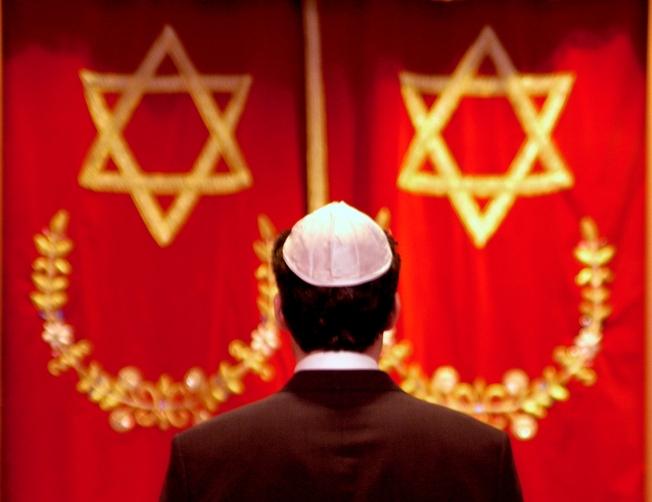 """Według izraelskiego historyka wspólna deklaracja premierów """"dewaluuje prawdziwych 'Sprawiedliwych wśród Narodów Świata' i minimalizuje wartość ich bohaterstwa""""."""