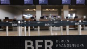 Lotnisko Berlin-Brandenburg wewnątrz. Nowy termin oddania do użytku to wiosna 2013.