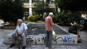 Grecy w ateńskiej dzielnicy Monastiraki